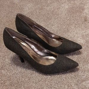 Rampage Shoes - Gray & Black Textured pointy toed heels
